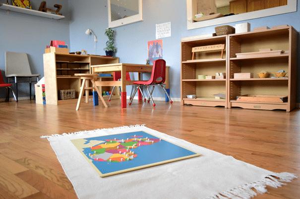 Atelier de géographie suivant la pédagogie montessori