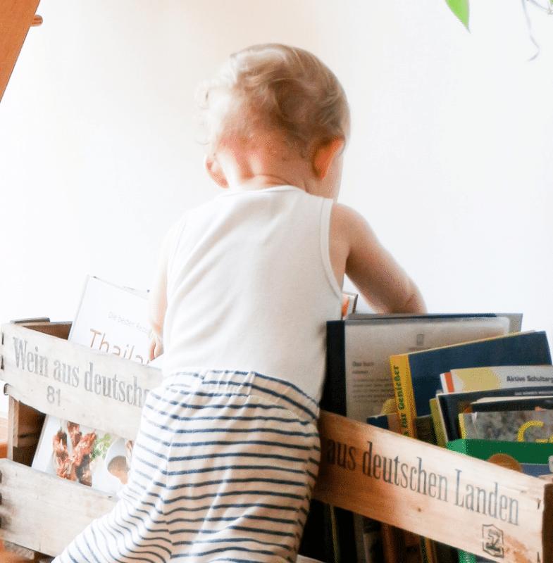 enfant, livres, rangement livres, ranger livres montessori, bac à livre